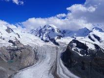 Monte Rosa landskap av den alpina glaciären och Dufourspitze monterar högt i schweiziska fjällängar på SCHWEIZ Royaltyfri Foto