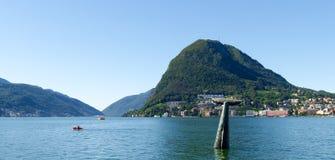 Monte San Salvatore und der Wal im Golf Stockbild