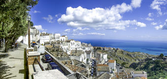 Monte Sant Angelo - mar adriático del panorama - Gargano - Puglia Imágenes de archivo libres de regalías