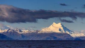 Monte Sarmiento como visto do passo de Magellan Foto de Stock