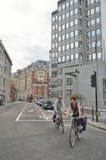 Monte su bici en las calles de Londres Foto de archivo libre de regalías