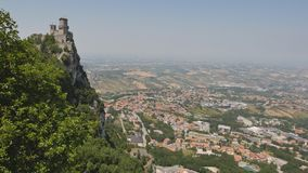 Monte Titano en San Marino almacen de metraje de vídeo