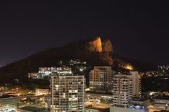 Monte Townsville do castelo na noite Imagens de Stock Royalty Free