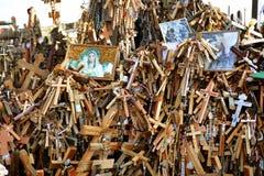 Monte transversal do monte das cruzes em Lituânia do norte fotos de stock royalty free