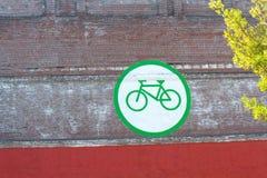 Monte una bici imagen de archivo libre de regalías