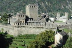Montebello和Castelgrande城堡在贝林佐纳 库存图片
