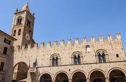 Montecassiano (Macerata) -有历史的宫殿 免版税库存图片