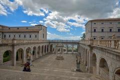Montecassino, ITALIA - 1 de junio de 2016: Interior de la abadía en Montecassino, Italia Imagen de archivo libre de regalías