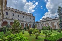 Montecassino, ITALIA - 1 de junio: Interior del museo de la abadía en Montecassino, Italia el 1 de junio de 2016 Imagen de archivo libre de regalías