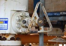 Monteert zeeolieraffinaderij Goed hoofdpost op het platform Royalty-vrije Stock Foto's