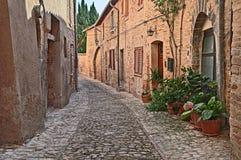 Montefalco, Perugia, Umbria, Italia: vicolo nella vecchia città Fotografie Stock