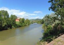 Montelupo Fiorentino, Τοσκάνη, Ιταλία Άποψη από την ακτή του ποταμού Arno στοκ εικόνα με δικαίωμα ελεύθερης χρήσης