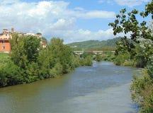 Montelupo Fiorentino, Τοσκάνη, Ιταλία άποψη του ποταμού Arno, πανόραμα στοκ εικόνα