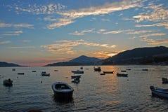 Montenegrin kust på solnedgången Arkivfoto