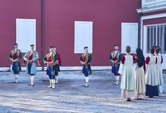 Montenegrinsk danssoldat arkivbild