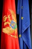 Montenegrische und europäische Markierungsfahne Stockfotos