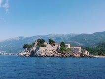 Montenegro ö av Sveti Stefan Arkivfoto