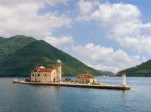 Montenegro, bahía de Kotor Isla de nuestra señora de las rocas Imágenes de archivo libres de regalías