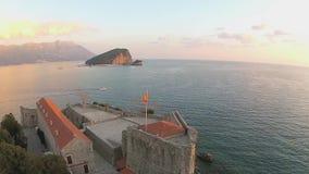 Montenegro Budva, gammal stad, hav, helikoptersikt arkivfilmer