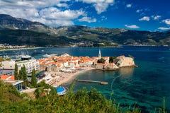 Montenegro, Budva, opinión superior de la ciudad vieja Imagen de archivo libre de regalías