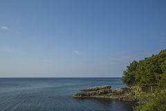 montenegro Ci sono molte baie accoglienti sulla costa di mar Mediterraneo Immagini Stock