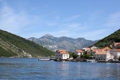 Montenegro. Die kleine Stadt von Kamenari Stockfotografie