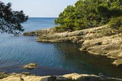 montenegro Er zijn vele comfortabele inhammen op de kust van de Middellandse Zee Royalty-vrije Stock Afbeeldingen