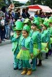 Montenegro Herceg Novi - 17 02 2016: Barn i dräktmurgröna på karnevalet Royaltyfri Fotografi