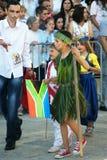 Montenegro, Herceg Novi - 04/06/2016: Chłopiec w Afrykańskim kostiumu Zdjęcie Stock