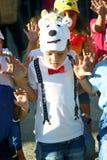 Montenegro, Herceg Novi - 04/06/2016: Chłopiec w niedźwiadkowym kostiumu Obrazy Stock