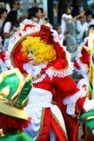 Montenegro Herceg Novi - 04/06/2016: Clown i färgrik maskeradkläder Arkivbilder