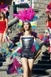 Montenegro Herceg Novi - 04/06/2016: En dansare från klubban Diano i maskeradkläder Royaltyfria Foton