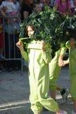 Montenegro Herceg Novi - 04/06/2016: Ett barn i en växtdräkt Royaltyfri Bild