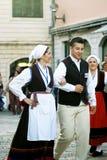 Montenegro, Herceg Novi - 28/05/2016: Facet i dziewczyna od Chorwackiego folkloru grupujemy Rakalj Obrazy Royalty Free