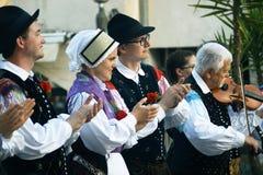 Montenegro, Herceg Novi - 28/05/2016: Oklaskuje mówców lud grupowy Iskraemeco Kranj, Slovenia (,) Obrazy Stock