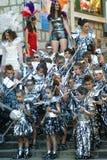 Montenegro Herceg Novi - 04/06/2016: Skolbarn klär upp i ett lag av krigare från utrymme Arkivfoton