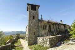 montenegro Het meer van Skadar Het is het kleine klooster van F op het eiland Daar ` s slechts één monnik en beginner Stock Fotografie
