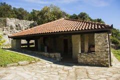 montenegro Het meer van Skadar Het is het kleine klooster van F op het eiland Daar ` s slechts één monnik en beginner Stock Foto