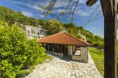 montenegro Het meer van Skadar Het is het kleine klooster van F op het eiland Daar ` s slechts één monnik en beginner Royalty-vrije Stock Afbeelding
