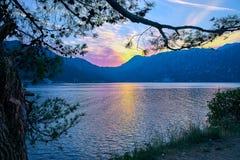 Montenegro Kotor fjärd, solnedgång i bergen arkivfoto