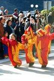 Montenegro, Kotor - 03/13/2016: Kinder in den Kostümen von Spaßvögeln Lizenzfreies Stockbild