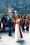 Montenegro, Kotor - 03/13/2016: Meisje in Carnaval-kostuum van oude mythologie stock afbeelding