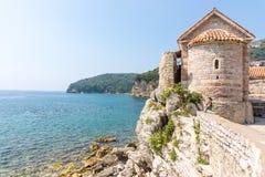 Montenegro: Kyrka av den heliga Treenighet i Budva Arkivbilder