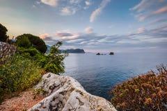 Montenegro-Landschaft mit Klippen und Meer Lizenzfreie Stockbilder