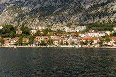 Montenegro. Orilla de la bahía de Kotor Fotos de archivo