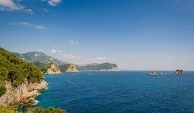 Montenegro-Seelandschaft mit Inseln Lizenzfreies Stockfoto
