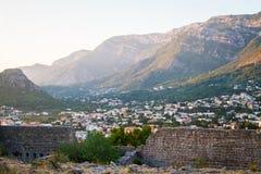 Montenegro Sutomore, en sikt av staden från fästning Fotografering för Bildbyråer