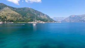 Montenegro, tiroteo del aire de la bahía metrajes