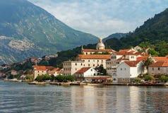 montenegro Vista de la ciudad de Prcanj Imagen de archivo libre de regalías