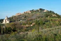 Montepulciano με την εκκλησία Άγιος Antimo Στοκ Εικόνες